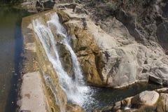 Водопад сценарный водопад расположенный в Georgia Стоковые Фотографии RF