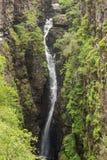 Водопад ущелья между зелеными наклонами, Шотландии Corrieshalloch Стоковое Изображение