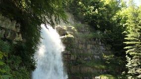 Водопад Giessbach, Bernese Oberland, Швейцария сток-видео