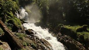Водопад Giessbach, Bernese Oberland, Швейцария акции видеоматериалы