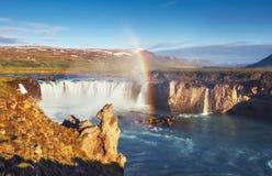 Водопад Godafoss на заходе солнца сказовый ландшафт красивейший кумулюс облаков Стоковое Изображение RF
