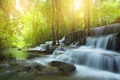 Водопад Hauy Mae Kamin в Kanchanburi, Таиланде стоковая фотография rf