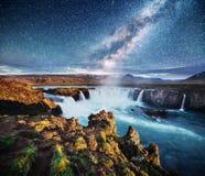 Водопад Hodafoss очень красивый исландский Оно расположено в северном близко озере Myvatn и кольцевой дороге сказово стоковые изображения