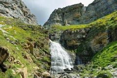 Водопад Horsetail в Ordesa, Испании стоковые фото