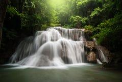 Водопад Huai Mae Khamin, провинция Kanchanaburi, Таиланд стоковые изображения