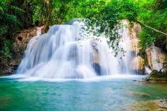 Водопад Huai Mae Khamin, Kanchanaburi, Таиланд Стоковая Фотография