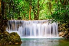 Водопад Huai Mae Khamin, Kanchanaburi, Таиланд Стоковые Фотографии RF