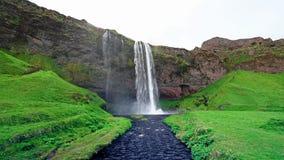Водопад Seljalandfoss День красивого лета солнечный Исландия сток-видео