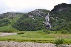 Водопад Steall, Шотландия, Глен Невис, гористые местности, Великобритания стоковое фото
