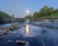 Водопад Tosno в полнолунии Стоковое Изображение