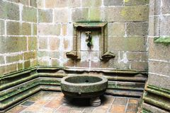 Водопроводный кран в суде аббатства ` s St Michael Стоковые Изображения RF