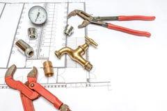 Водопроводчик и ключ плана Стоковые Изображения RF