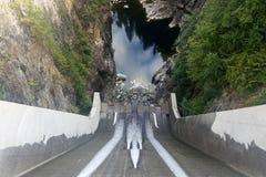 Водосброс запруды Кливленд в северном Ванкувере, Канаде стоковое изображение