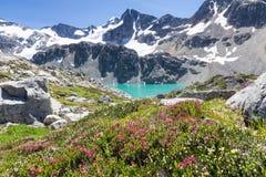 Воды бирюзы озера Wedgemount, Whistler, ДО РОЖДЕСТВА ХРИСТОВА Стоковое фото RF