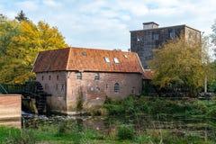 Водяная мельница исторических водов Berenschot в Winterswijk стоковые изображения