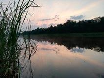 Водяной канал Красивый рассвет рано утром стоковая фотография