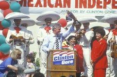 Воевод Bill Clinton и сенат США выбранный Диана Feinstein на мексиканском торжестве Дня независимости в 1992 на парке Baldwin, Lo Стоковое Изображение RF