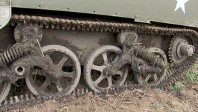 Военное бронированное транспортное средство несущей ww2 оружия Bren великобританское видеоматериал