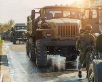 Военное транспортное средство на улице Стоковое Изображение
