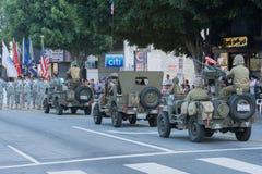 Военное транспортное средство Второй Мировой Войны с ветеранами Стоковые Изображения