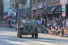 Военное транспортное средство Второй Мировой Войны с ветеранами Стоковая Фотография