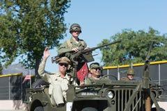 Военное транспортное средство и ветераны Стоковые Фотографии RF