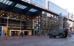 Военное транспортное средство перед станцией Брюссел-юга Стоковые Фото