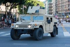 Военное транспортное средство с ветеранами Стоковые Фотографии RF