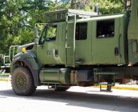 Военное транспортное средство с солдатом Стоковая Фотография RF
