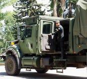 Военное транспортное средство с солдатом Стоковые Изображения