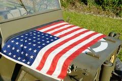 Военное транспортное средство Ww2 с американским флагом Стоковые Изображения RF