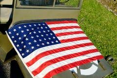 Военное транспортное средство Ww2 с американским флагом Стоковые Фотографии RF