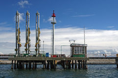 Военноморская бензозаправочная колонка Стоковая Фотография