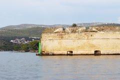 Военноморское городище обозревает вход к заливу и рот города Sibenik на хорвате Ривьера dalmatian стоковое изображение
