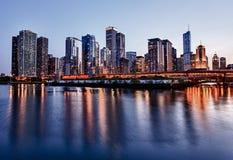 военно-морской флот chicago над заходом солнца пристани Стоковая Фотография