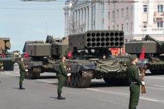 Военные транспортные средства на репетиции военного парада Стоковое Изображение RF