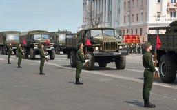 Военные транспортные средства на репетиции военного парада Стоковые Изображения RF