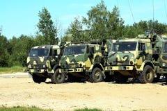 Военные транспортные средства иллюстрация вектора