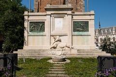 Военный мемориал на квадрате в Кортрейке, Фландрии Grote Markt, Бельгии, Европе Стоковые Изображения RF