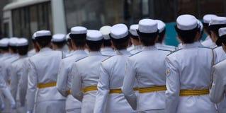 Военный парад и девушки как члены вооруженных сил страны и полиции Стоковые Изображения RF