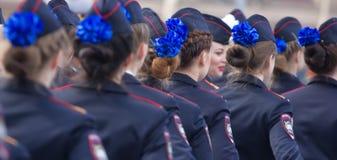 Военный парад и девушки как члены вооруженных сил страны и полиции Стоковые Фотографии RF