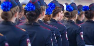 Военный парад и девушки как члены вооруженных сил страны и полиции Стоковая Фотография RF