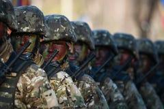 Военный парад празднуя национальный праздник Румынии стоковая фотография rf