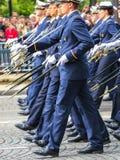 Военный парад (дефиле) во время церемонии французского национального праздника, бульвара Elysee чемпионов Стоковые Изображения RF