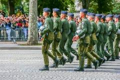 Военный парад (дефиле) во время церемонии французского национального праздника, бульвара Elysee чемпионов Стоковое фото RF