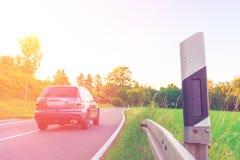 Вождение автомобиля на проселочной дороге Стоковое Фото