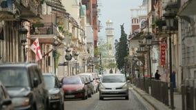 Вождение автомобиля на улице Батуми, традиционная архитектура, европейский город, туризм сток-видео