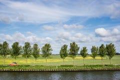 Вождение автомобиля на проселочной дороге в Голландии Стоковая Фотография RF
