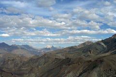 возбуждая небо горной цепи Гималаев Стоковое Изображение RF