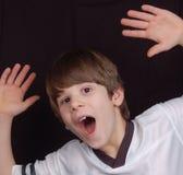 возбужденный мальчик Стоковые Изображения
